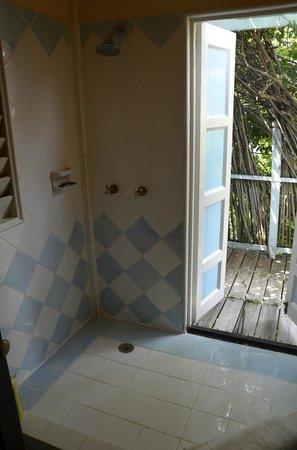 """Cocobay Resort: la doccia """"sul terrazzo"""""""