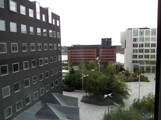 Wakeup Copenhagen Carsten Niebuhrs Gade: Panorama della stanza 608 (a destra si nota l'hotel Tivoli)