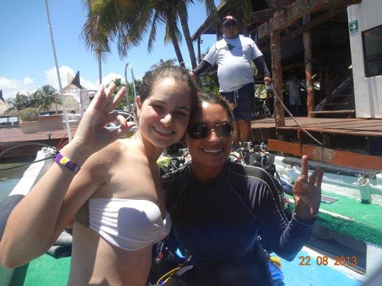 Coconut Divers: No barco com nossa instrutora, Maira!