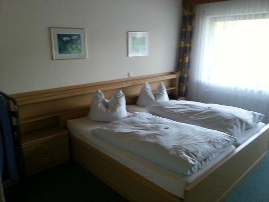Landhaus - Stahler: Doppelbett mmit Beistellbett