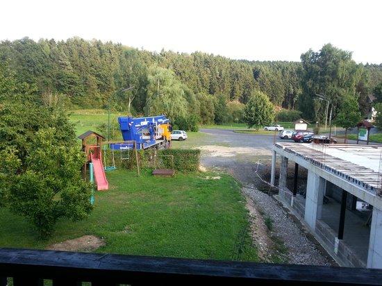 Landhaus - Stahler: Der große Parkplatz