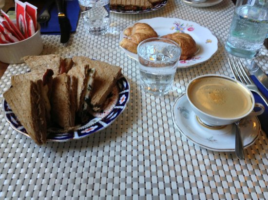Philomène Café: Café com lanche natural em pão australiano