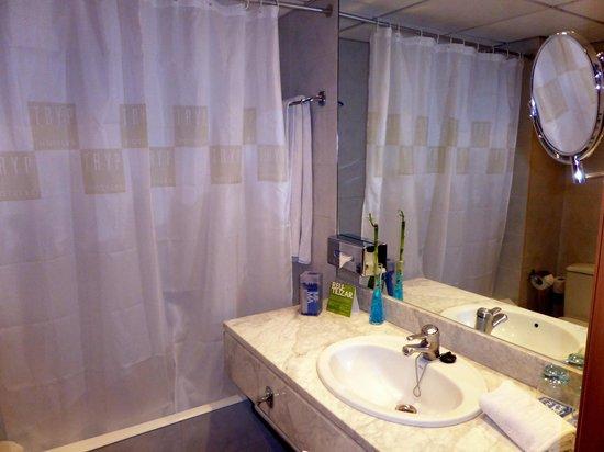 Tryp Barcelona Apolo Hotel: Bathroom