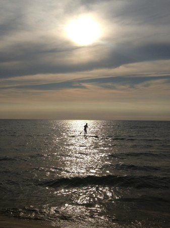 Empire Lakeshore Inn: paddle boarding