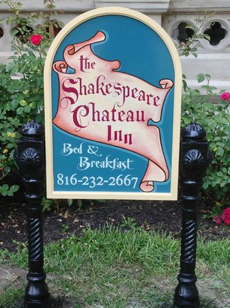 Shakespeare Chateau Bed & Breakfast: Our new sign!