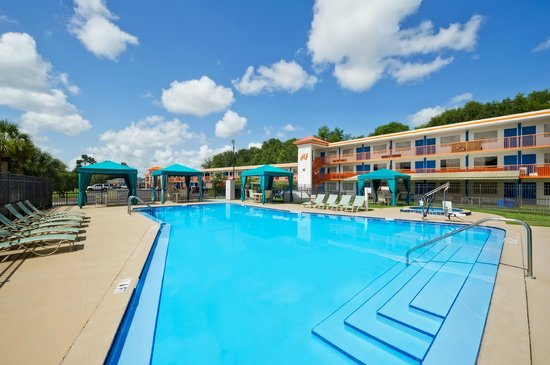 Howard Johnson Inn - Ocala FL: Our large heated pool and hot tub are great in winter months!