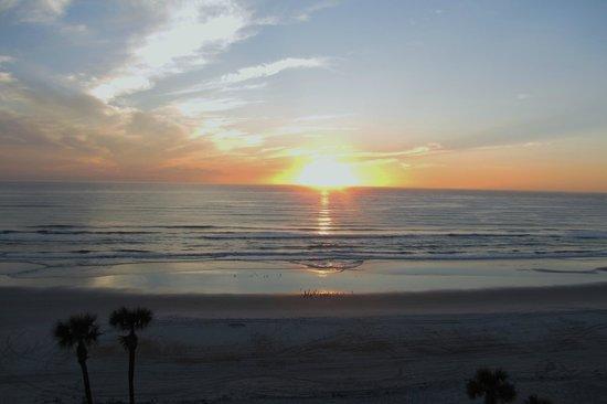 Holiday Inn Hotel & Suites Daytona Beach: Beautiful Sunrise!
