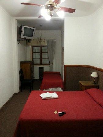 Hotel Manila 1: Habitación