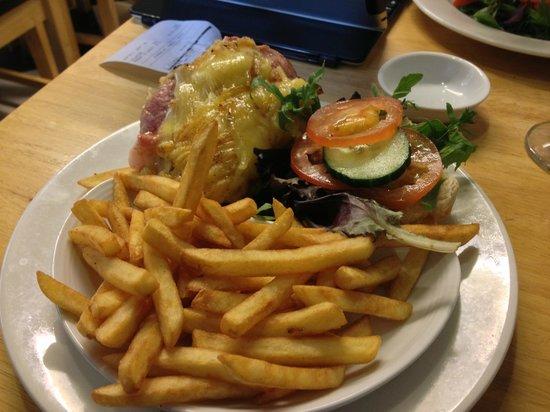 Henley Street Tea Rooms: Hamburger con patatine