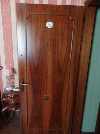 Locanda Antico Fiore : Front door to room