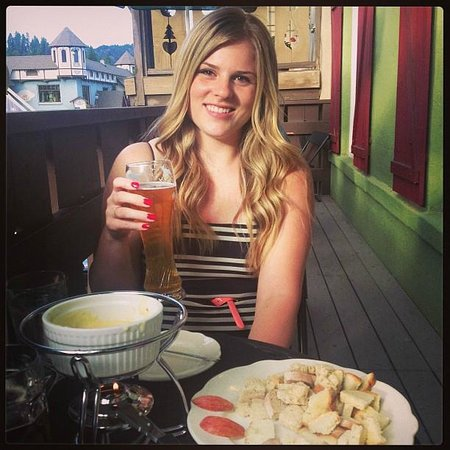 Mozart's Steakhouse: Beer, Fondue and My Girl!