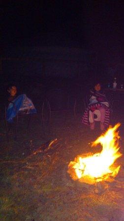 Cae Wennol Yurts: Camp fire!