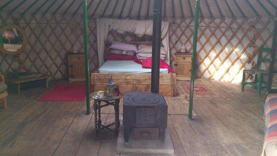 Cae Wennol Yurts: Celynnin main bed