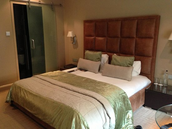 The May Fair Hotel: The Bedroom - nice size