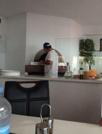 Adia Hotel Cunit Playa: Preparando nuestra pizza...