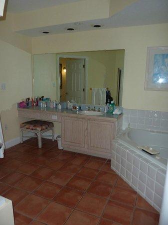 Grande Villas Resort: En Suite Bathroom