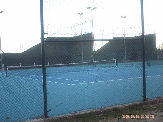 Camping Caravaning Bungalow Park El Escorial : pistas de tenis