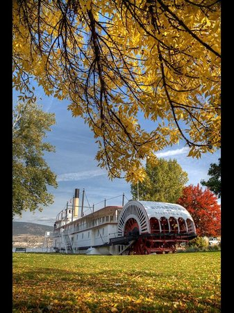 S.S. Sicamous Museum and Heritage Park: The Paddle Wheeler in the Autumn
