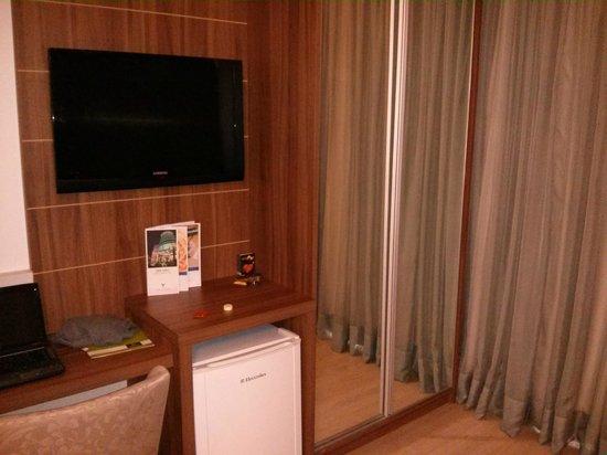 Hotel Laghetto Viverone Bento Goncalves: TV LCD com canais pagos e Frigobar nos quartos