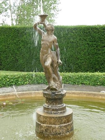 Lytes Cary Manor: water feature