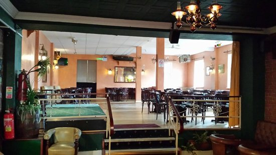 Atlantic Apartotel: Floor and Stage taken from bar area