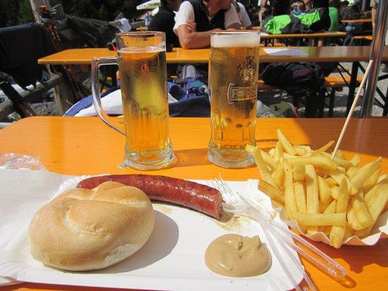 Hotel Goldener Adler : piatto tipico Festa con Bevanda tipica