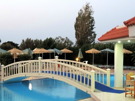 Memphis Beach Hotel: piscina