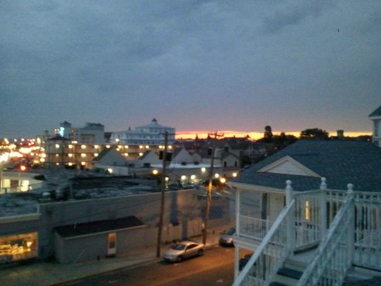 Heritage Inn: Sunset view from the rooftop