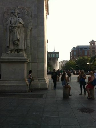 Gotham Walking Tours of New York City: Washington Sq. Pk.
