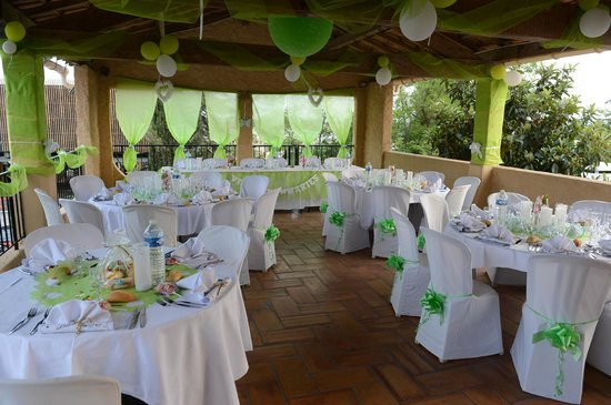 Hotel Restaurant Le Patio Del Sol : salle repas décorée