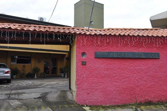 Puerta del Sol Hotel: Exterior
