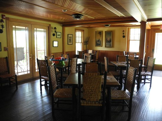 Hotel Mountain Brook: Breakfast Room