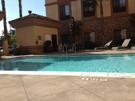 Holiday Inn Express & Suites Ontario Airport: pool
