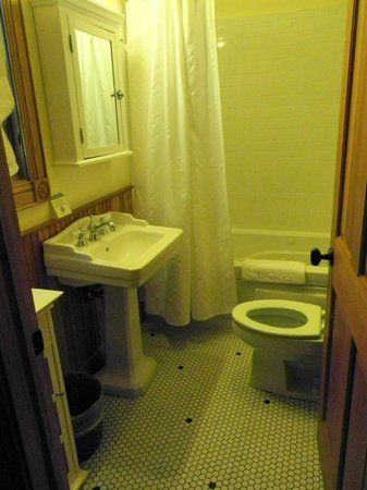 Hotel Mountain Brook: Bathroom Cabin 10