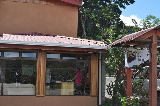 Monteverde Rustic Lodge: Vista del recibidor...