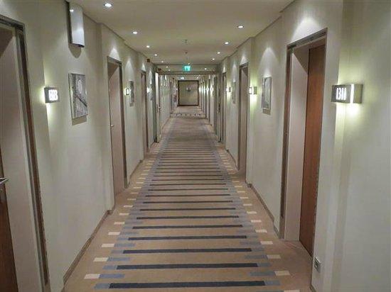 Pullman Dresden Newa: Hotel corridor