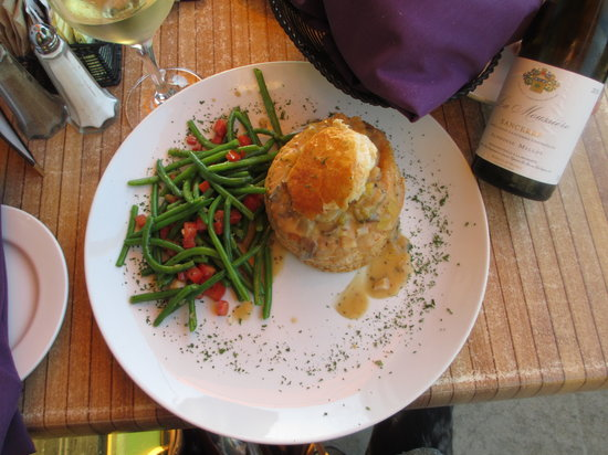 Panolivo: Seafood croustade, haricot vert, Sancerre wine