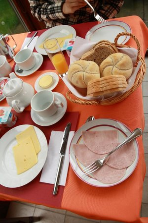 Maison Printaniere Bed & Breakfast: Our breakfast, yummy!
