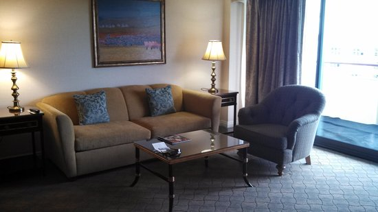 Warwick Denver Hotel: Sitting room of Colorado 1 bedroom suite