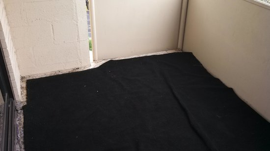 Warwick Denver Hotel: Carpet on balcony needs replaced