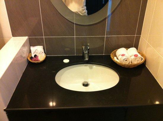Amata Patong: バスルーム