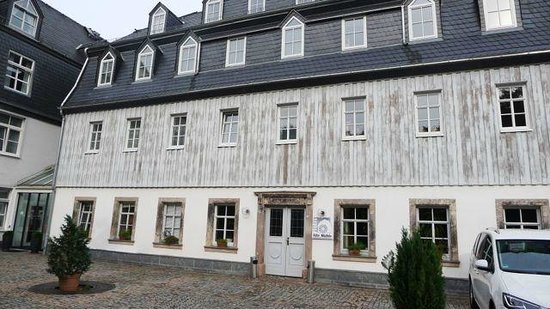 Hotel Alte Mühle: Hotelrückseite vom Parplatz aus