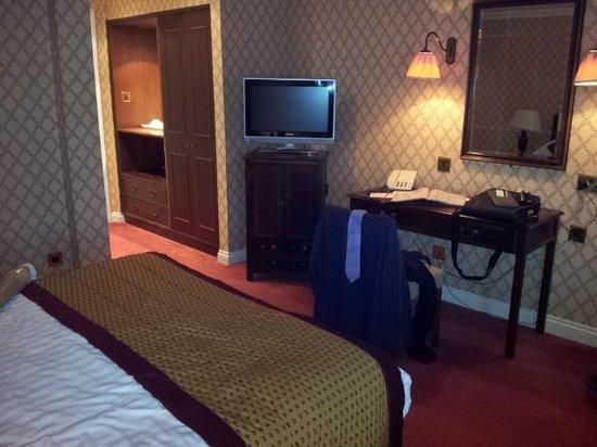 Grosvenor Pulford Hotel & Spa: Bedroom viewed from window (superior room)