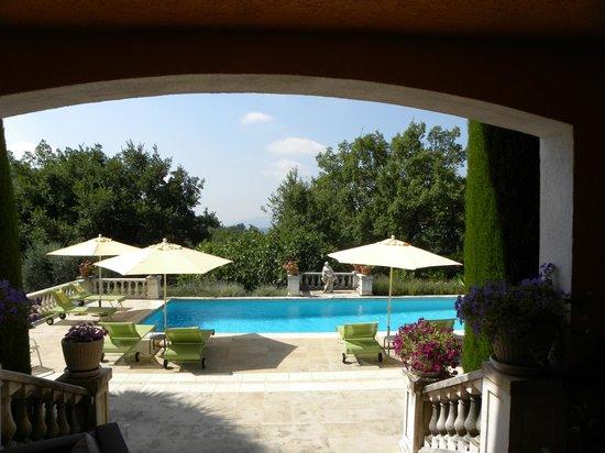 Le Mas du Roc: piscina