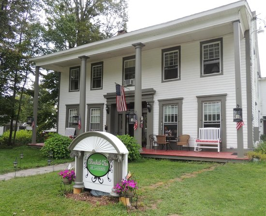 Brookside Inn at Laurens: Front