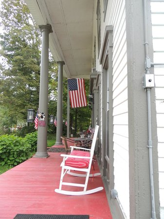 Brookside Inn at Laurens: Porch