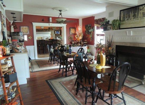 Brookside Inn at Laurens: Dining