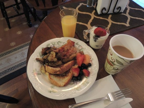 Brookside Inn at Laurens: Breakfast