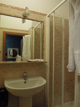 Hotel Stazione: Bathroom
