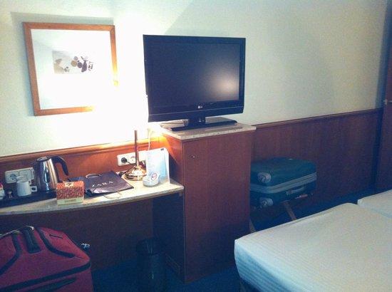 Best Western Premier Hotel Dante: TV